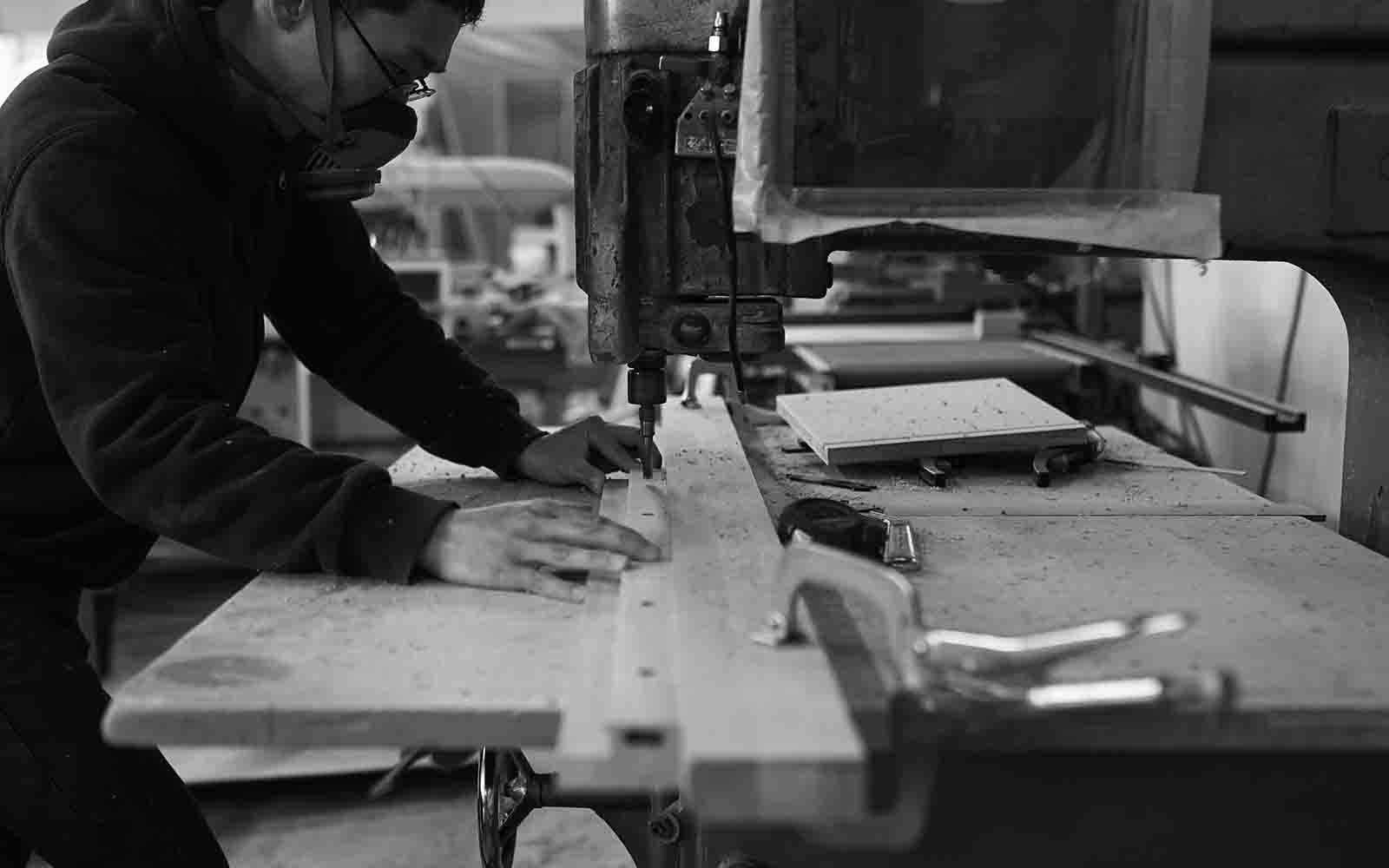 私たちYUFFEは、北海道に工房を構える、 家具・リペア・施工のプロフェッショナル集団です。